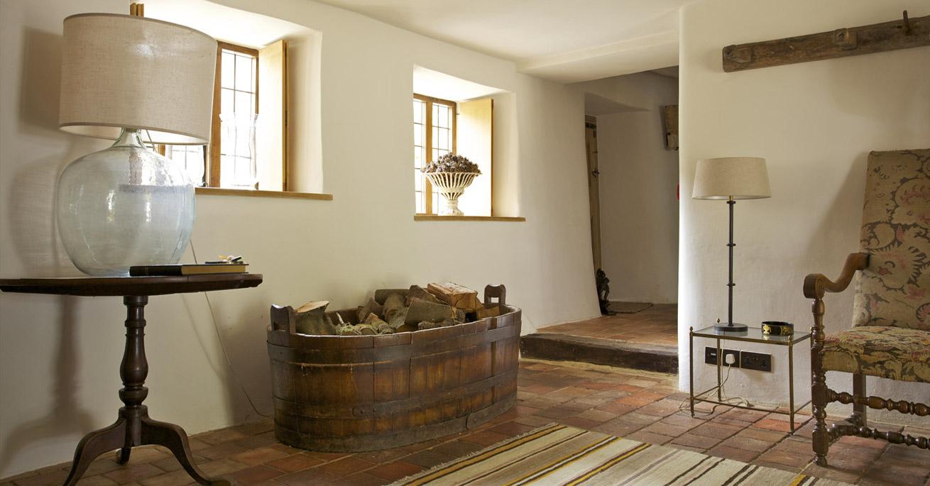 Devon Longhouse Back Hall